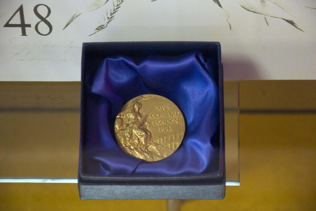 Gold Médaille.