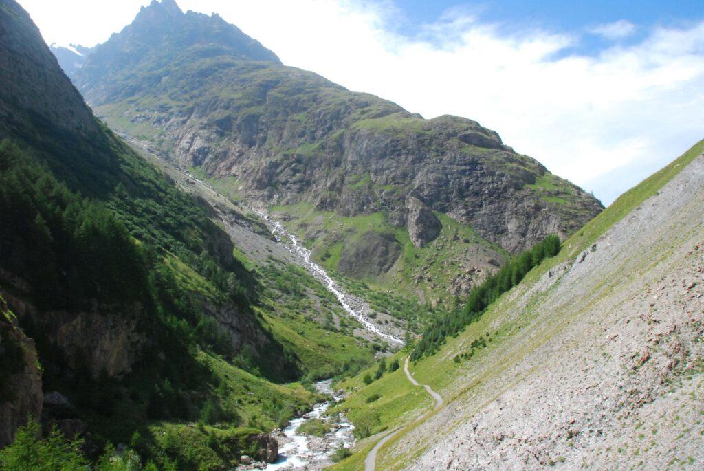 Premier tronçon du GR54 vers le refuge de l'Alpe