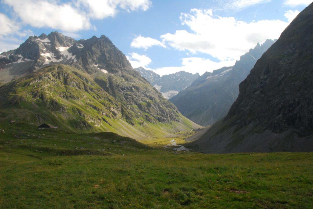 Une vallée, des chemins