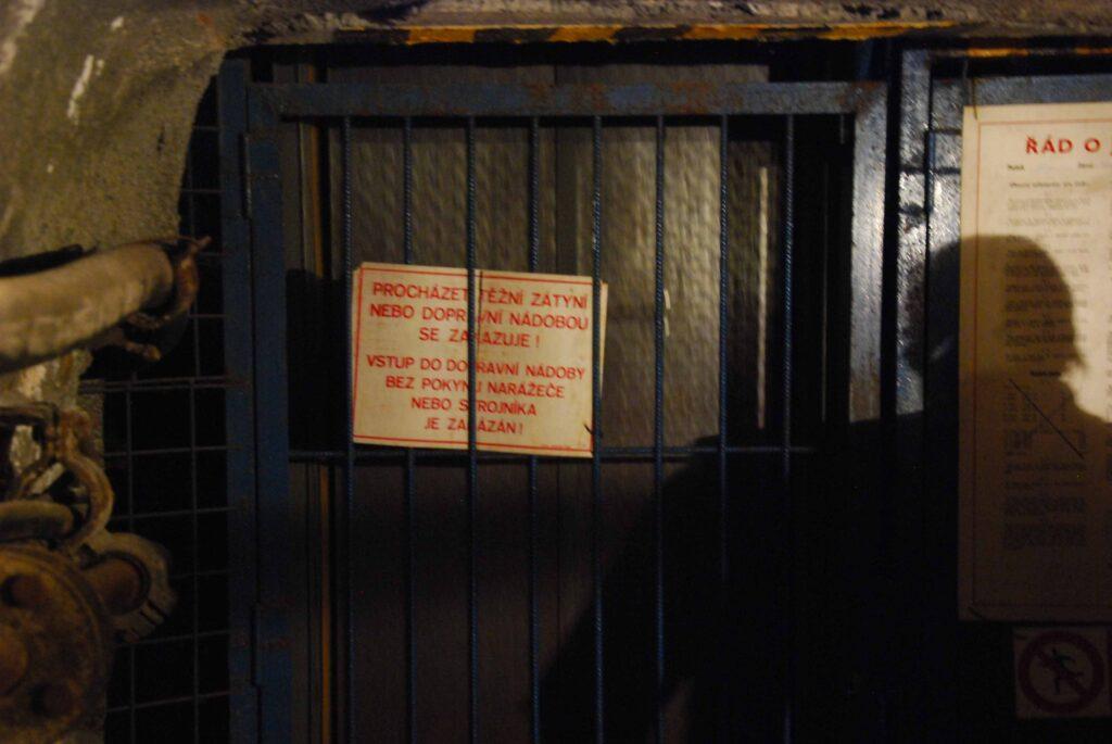 La porte de l'ascenceur