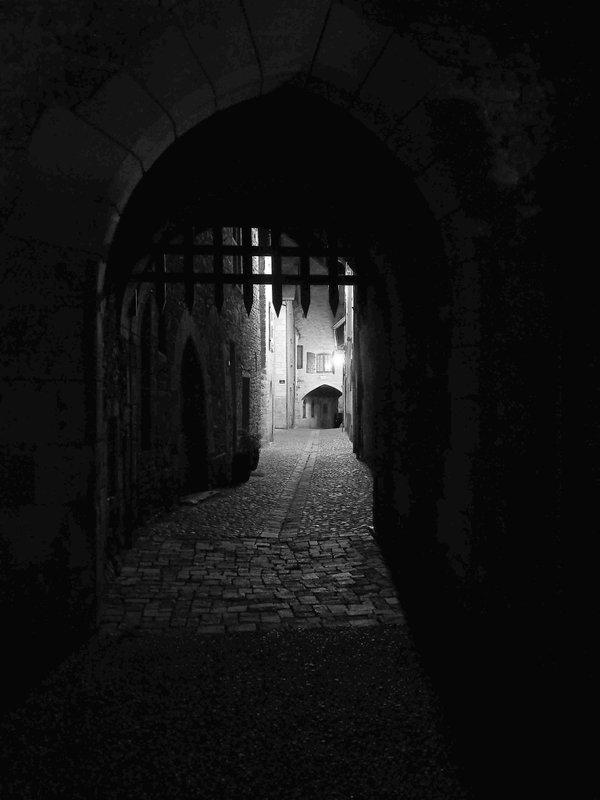 Une herse dans la nuit