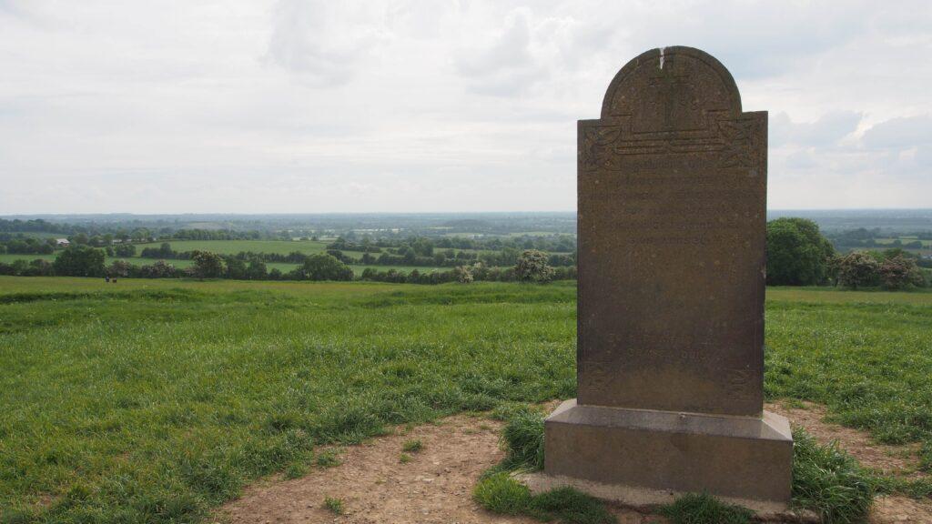 La stèle commemorative de la Bataille de Tara