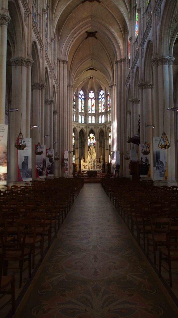 La travée centrale de la Basilique Notre Dame