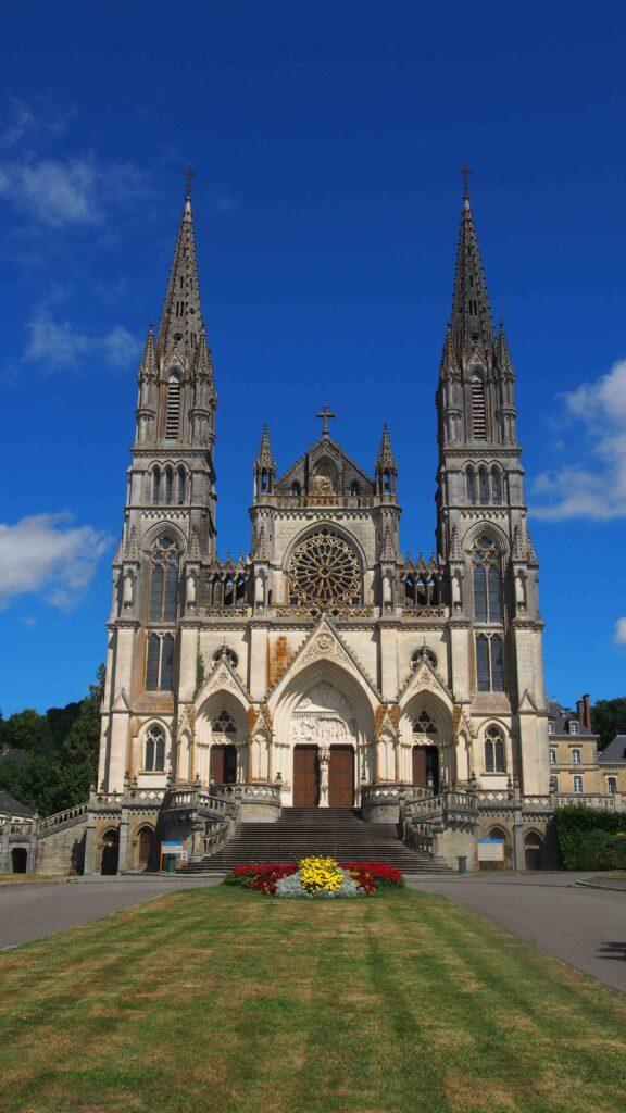 Le sanctuaire Notre Dame à la Chapelle Monligeon