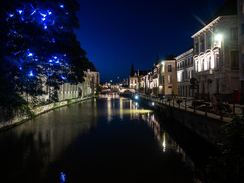Les canaux la nuit à Gand