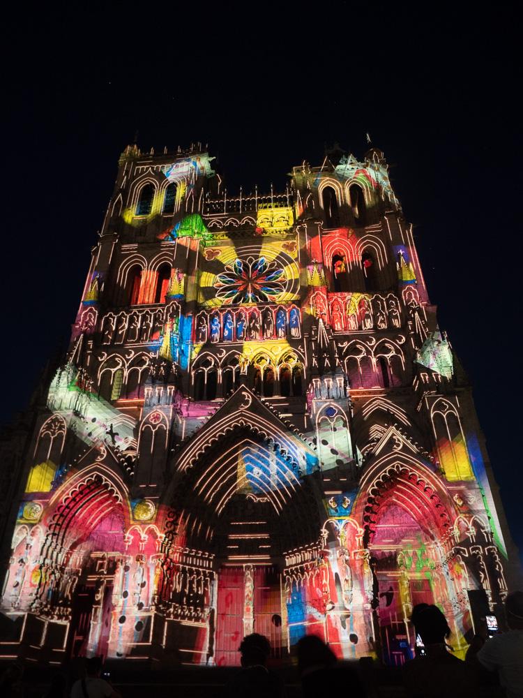 le spectacle Chroma à la cathédrale d'Amiens