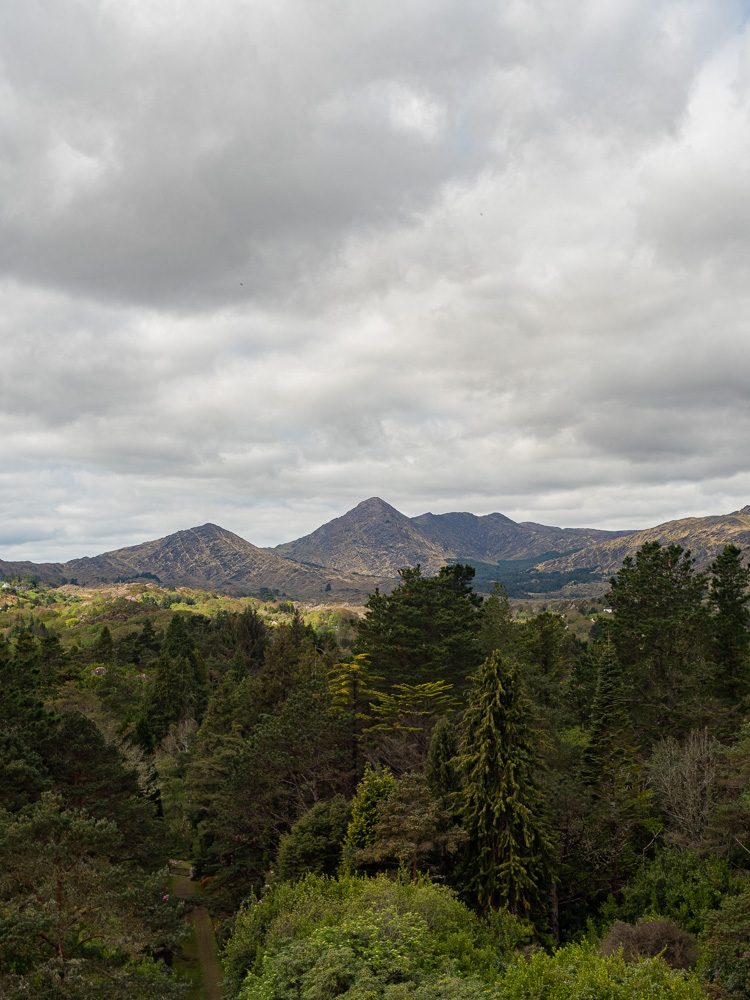 Les montagnes de Beara vues depuis l'île de Garnish