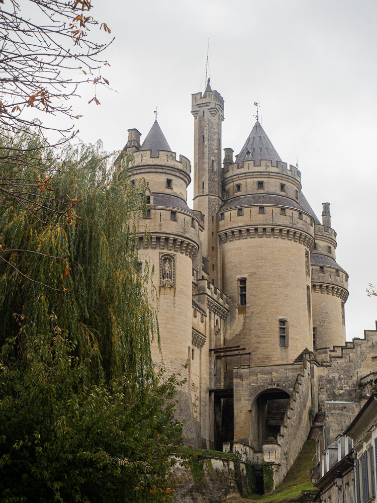 Le château de Pierrefonds vu de la Rampe