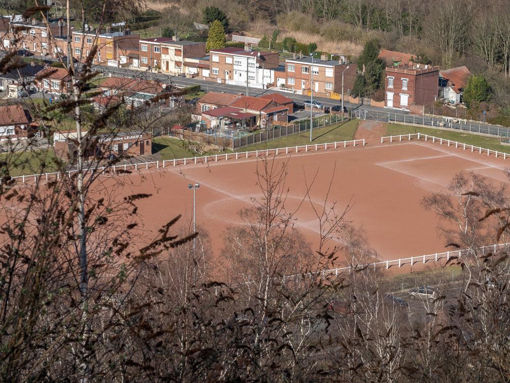 un terrain de foot à Roost