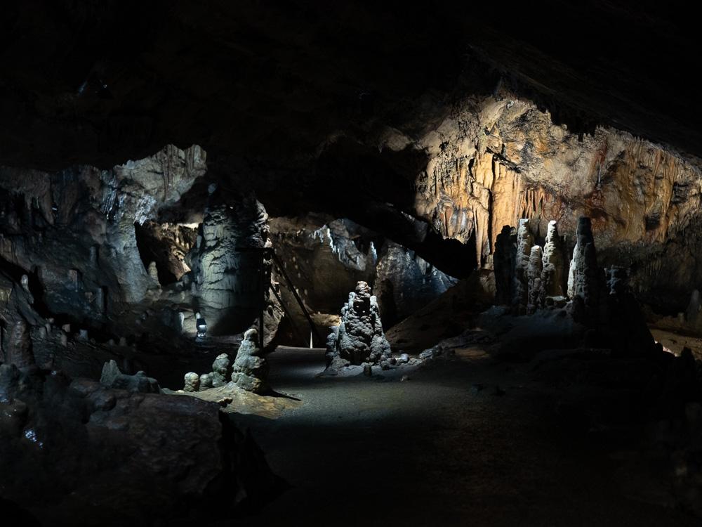 Une salle des grottes de Han
